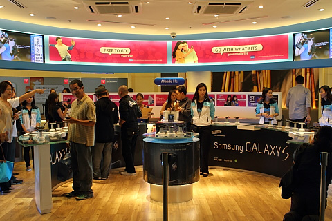 Galaxy S selling in a store
