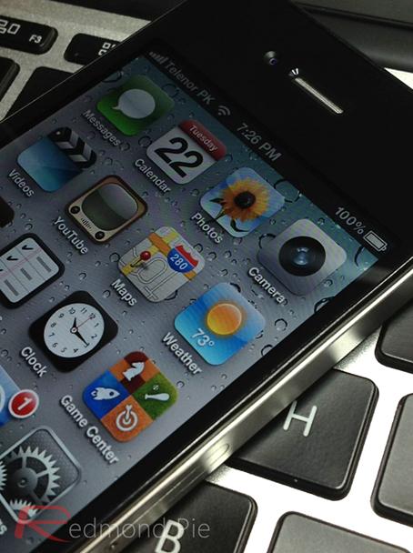 iPhone 4S MacBook Air screen