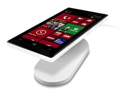 Nokia-Lumia-928-Wireless-Charging