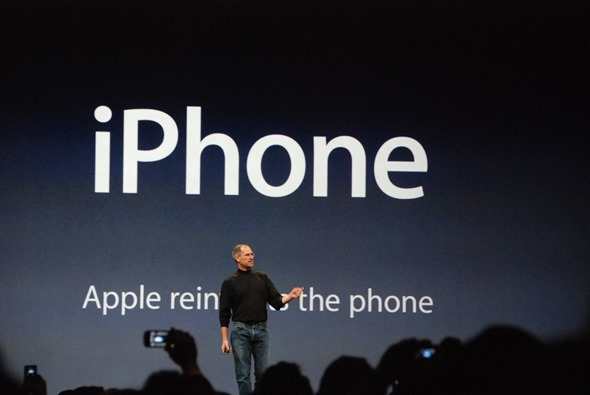 Steve_Jobs_presents_iPhone
