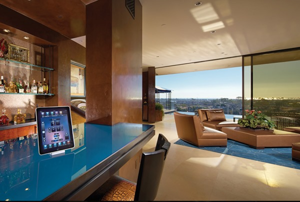 fifteen-ipads-control-the-homes-heat-air-conditioning-shades-and-security-cameras