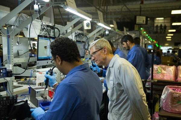 Tim Cook Mac factory
