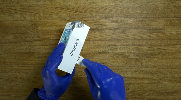 iPhone 6 unboxing blue