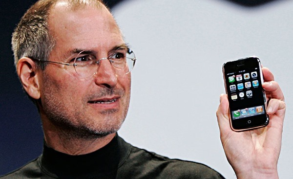 Steve-Jobs-iPhone-main.jpg