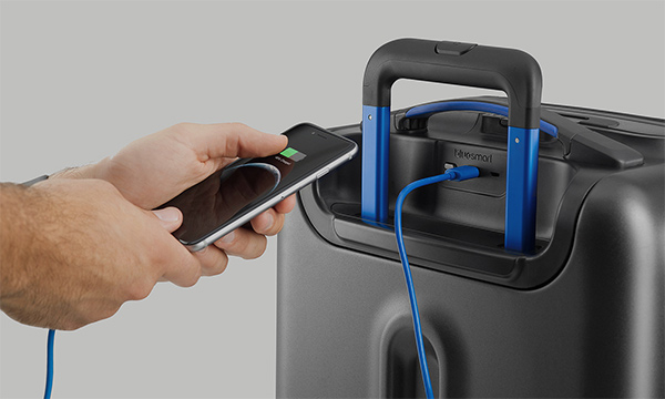 bluesmart-smart-carry-on-charging