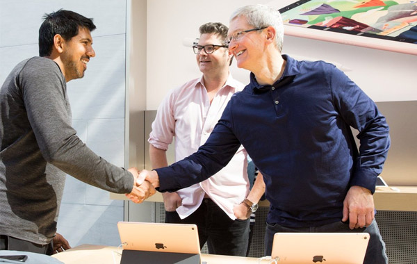 Apple-Tim-Cook-iPhone-SE-iPad-Pro-launch