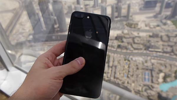 iphone-7-drop-burj-khalifa