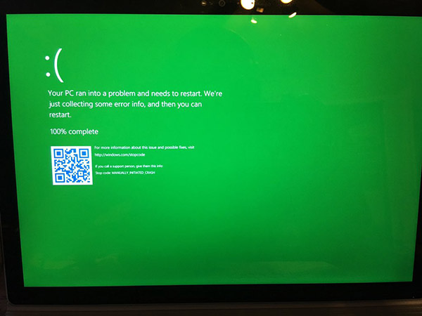 Windows-10-Insider-Preview-green-screen-of-death