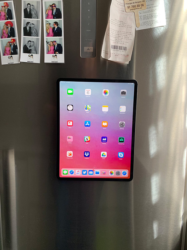 2018 ipad pro can be attached to a fridge door using magic. Black Bedroom Furniture Sets. Home Design Ideas